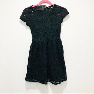 Divided black lace short sleeve dress